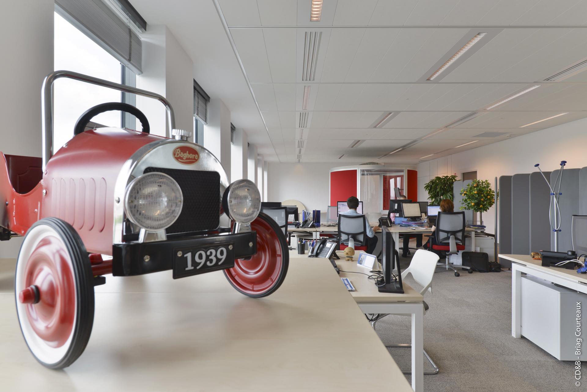 Conseil, aménagement, conception et réalisation des espaces de la société Aramis Auto par CDB, Meet you there.