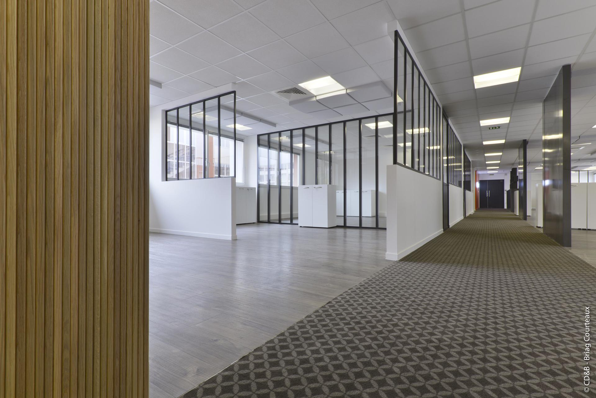 Conseil, aménagement, conception et réalisation des espaces de travail d'Ubisoft par CDB, Meet you there.