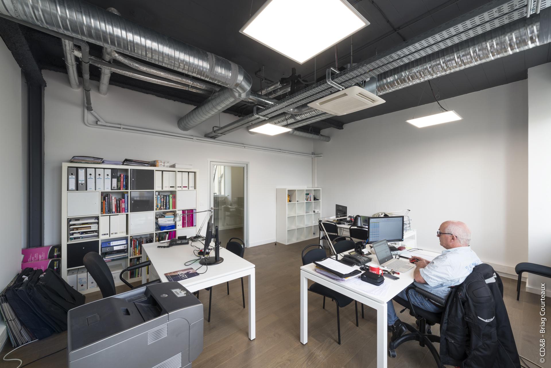 Conseil, aménagement, conception et réalisation des espaces de travail à l'École ISART par CDB, Meet you there.