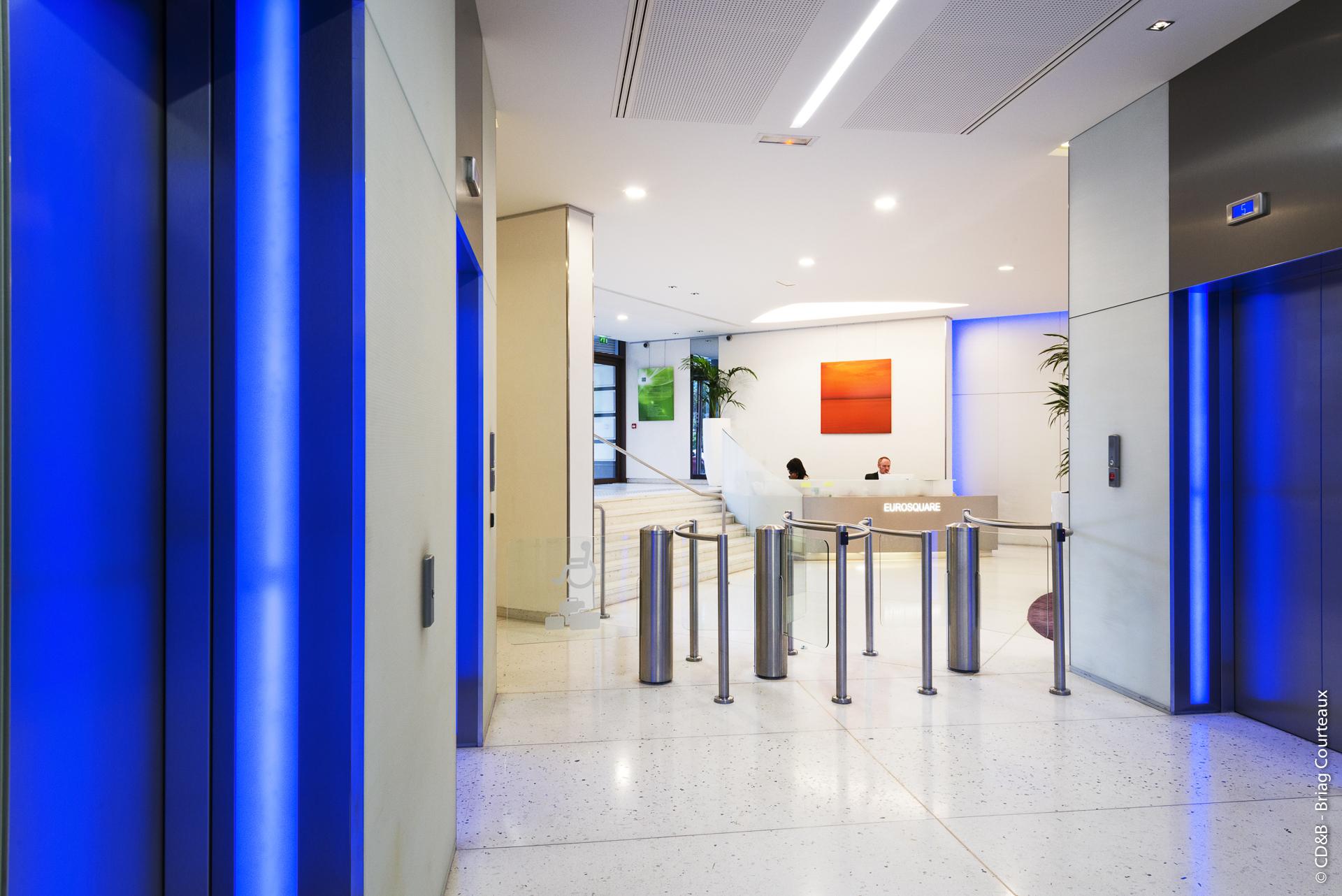 Conseil, aménagement, conception et réalisation des espaces de travail chez Quintiles par CDB, Meet you there.