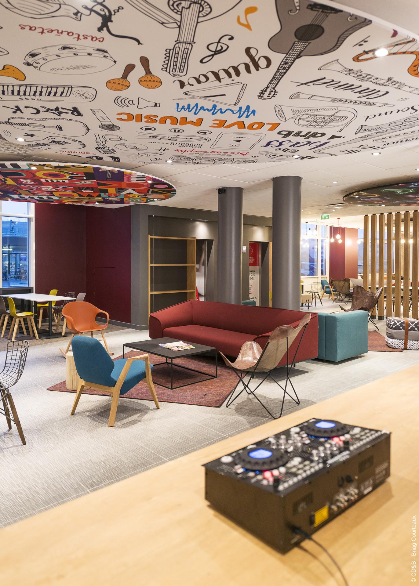 Conseil, aménagement, conception et réalisation des espaces de l'hôtel IBIS de Reims Gare par CDB, Meet you there.