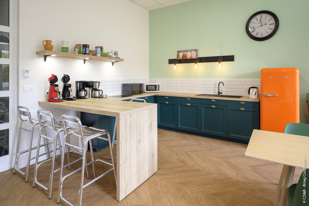 Conseil, aménagement, conception et réalisation des espaces de la société Orange à Annonay par CDB, Meet you there.