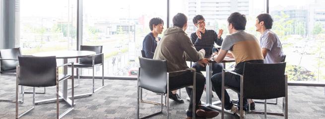Communication entre collègues et convivialité motivent le retour au bureau